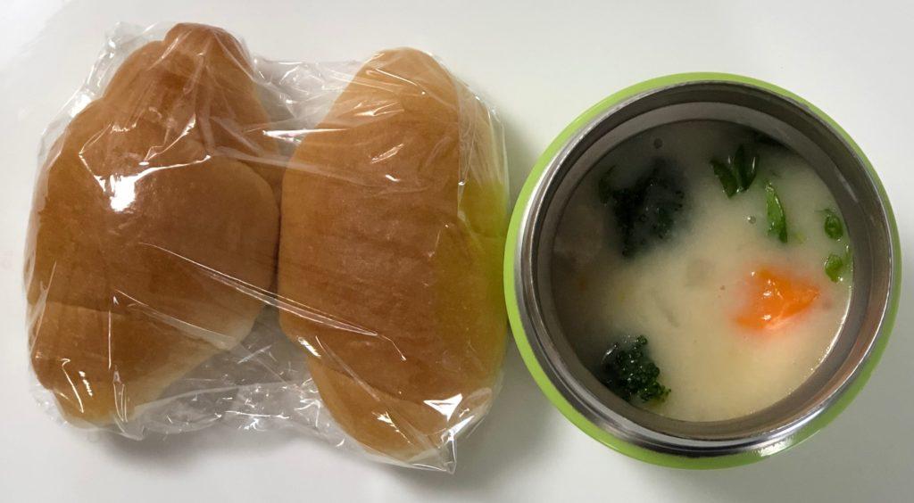 前日の残りのシチューとパン