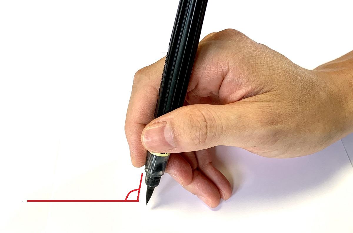 ※筆ペンは鉛筆よりも立てて書く