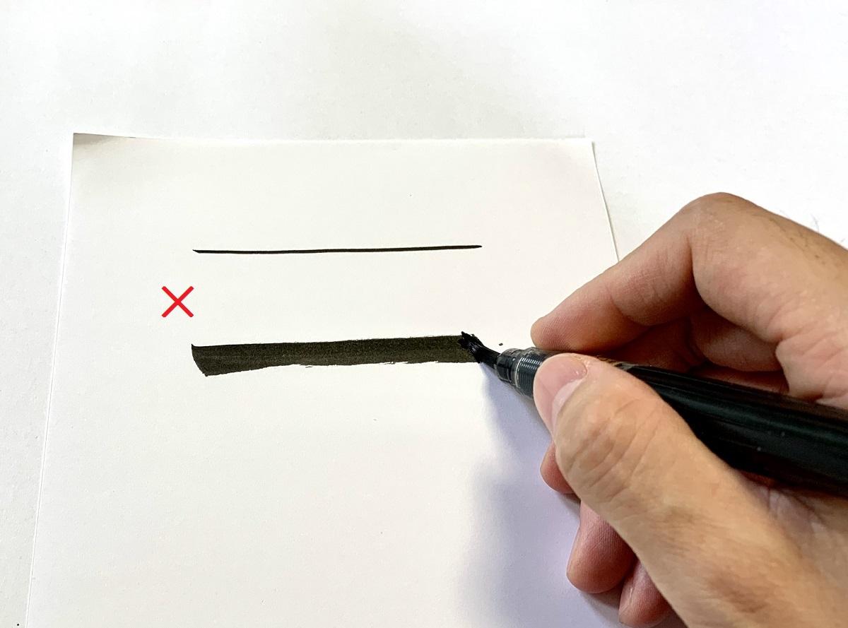 ※筆ペンを寝かせて太い線を引く
